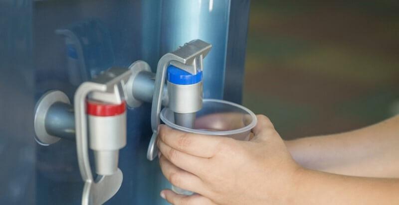 5 motivos por los que deberías tener una fuente de agua en tu oficina