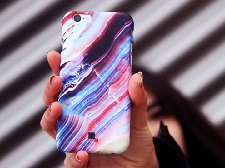 Carcasas móviles personalizadas: diseño 2D o 3D con tu logo