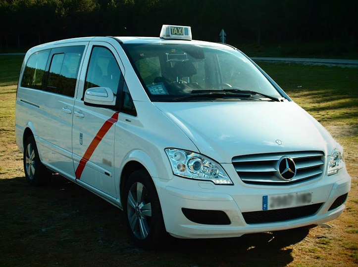 Servicio de taxi VIP para ir al aeropuerto o a recoger a tus invitados