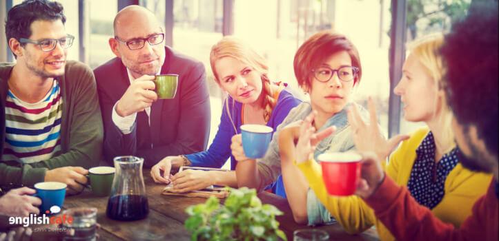 Aprende inglés conversando en cafés con encanto de tu ciudad