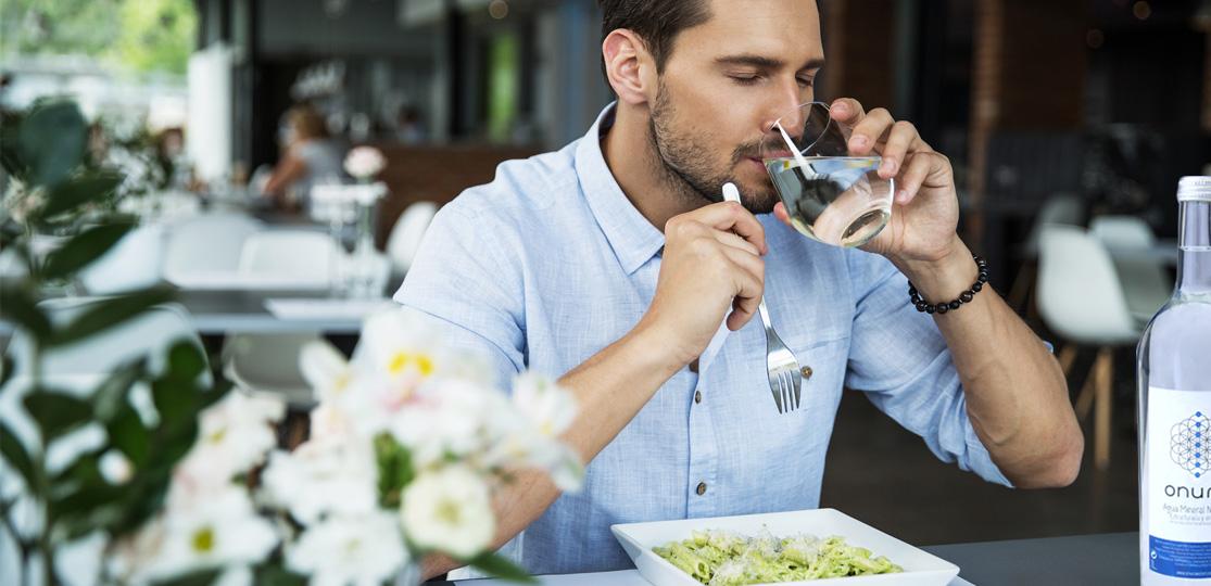 Agua para gourmets en vidrio. ¡Un sabor de bienestar!